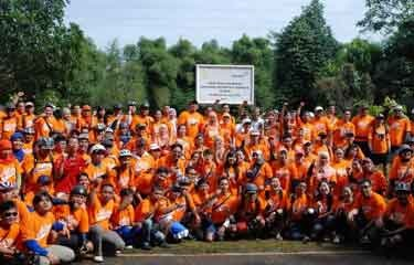 06 Jul 2013, ANTAM planted 550 productive plants in the urban forest of the University of Indonesia campus in Depok