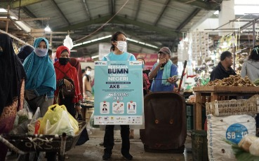 ANTAM and the West Kalimantan SOE Task Force Distribute  16 Thousand Masks