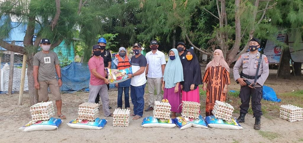 ANTAM Distributes 350 Food Packages to Support Flood Victims in North Kolaka